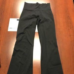Lululemon bootcut pull on pants- size 4